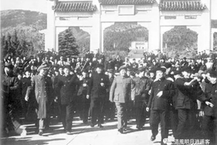 毛泽东唯一一次到中山陵谒陵为何说:我就要走大道